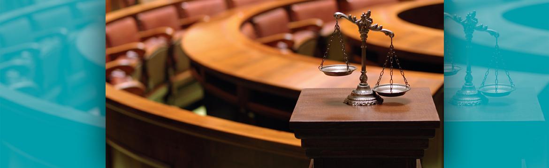 juzgados con la balanza de la justicia